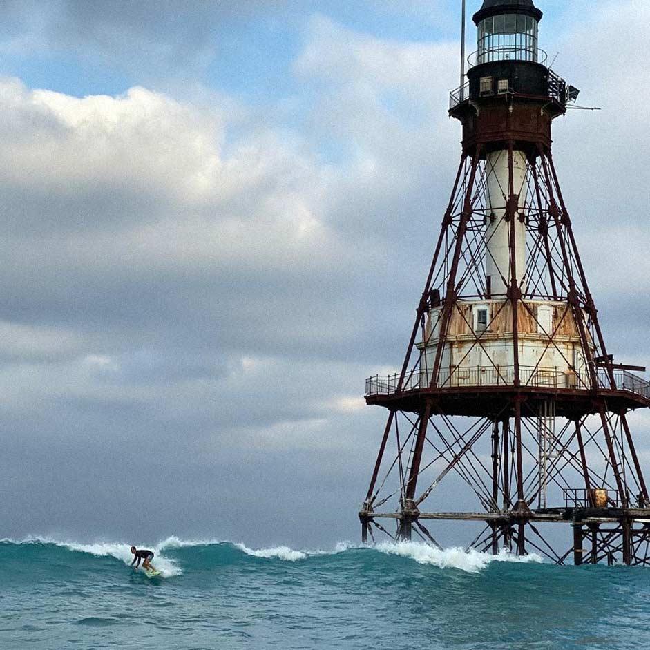 Key rat Alex Serrano surfing at Fowey Rocks Light November 2019