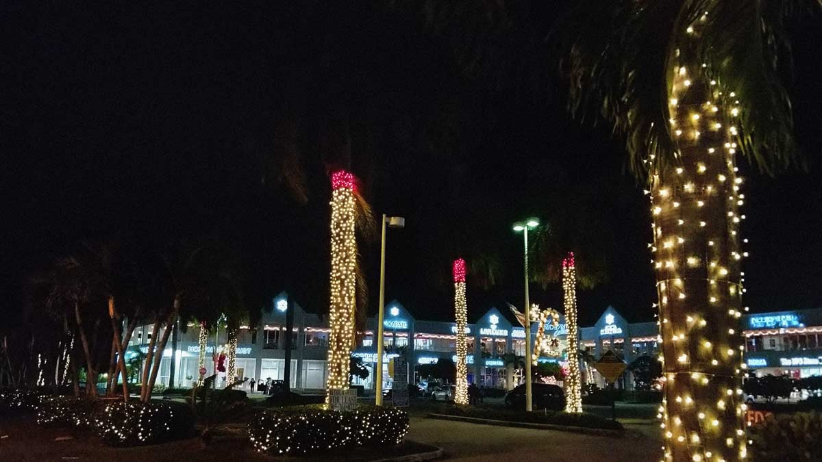 Christmas lights at Galleria strip mall Key Biscayne