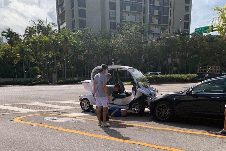 Car crash at Harbor and Crandon Oct. 2020 Key Biscayne